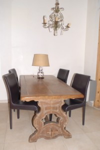 Dining room-ancient oak table-porcelain chinese lamp-ancient light pendent